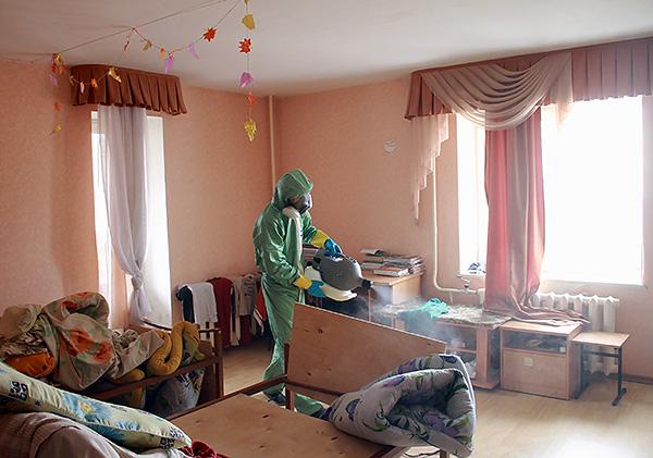 Traitement des appartements du service de désinsectisation des punaises de lit.
