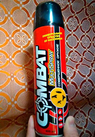 Aerosol signifie Combat Multispray - convient non seulement à la destruction des blattes, mais également à la lutte contre les insectes volants.