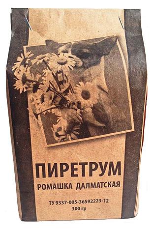 Pyrethrum en poudre provenant de fleurs de camomille dalmatien.