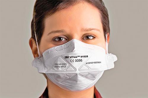 Les pulvérisations d'insecticide doivent être manipulées dans un respirateur.