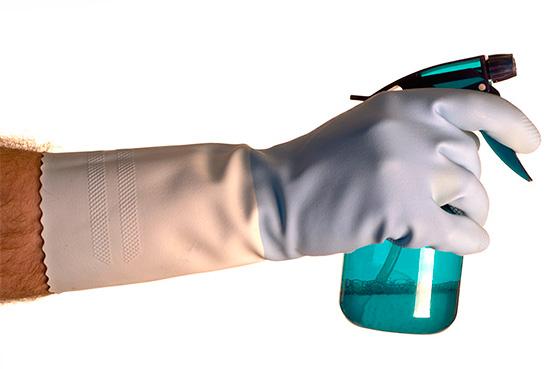 Tous les travaux avec des insecticides doivent être effectués avec un équipement de protection individuelle.