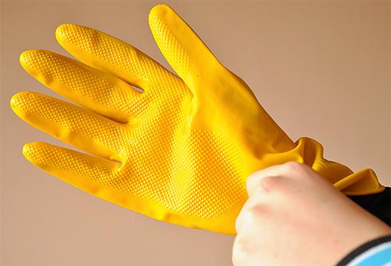 Lorsque vous travaillez avec l'outil, utilisez un équipement de protection individuelle standard.
