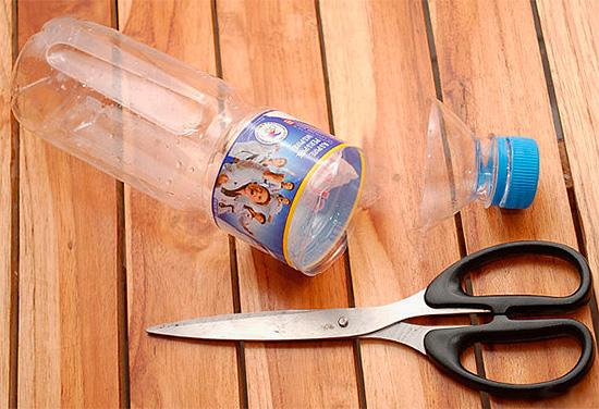 Un piège à guêpes efficace peut être fabriqué à partir d'une bouteille en plastique ordinaire.
