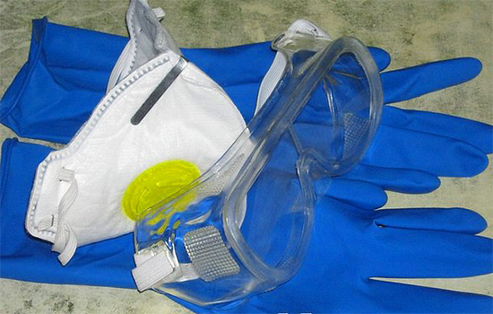 Lorsque vous travaillez avec des insecticides, veillez à utiliser un équipement de protection individuelle.