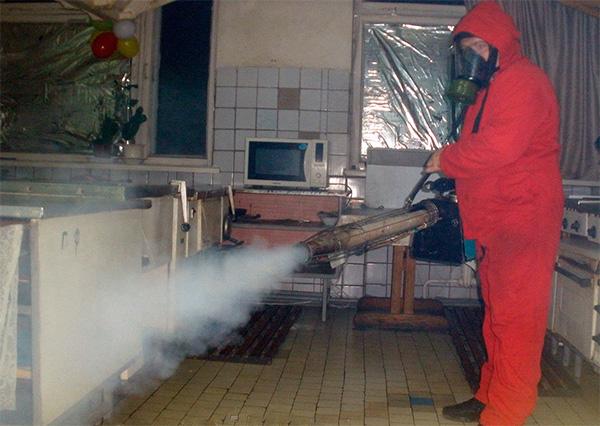 Une telle procédure de traitement d'un appartement à l'aide d'un générateur de brouillard chaud coûtera plusieurs milliers de roubles.