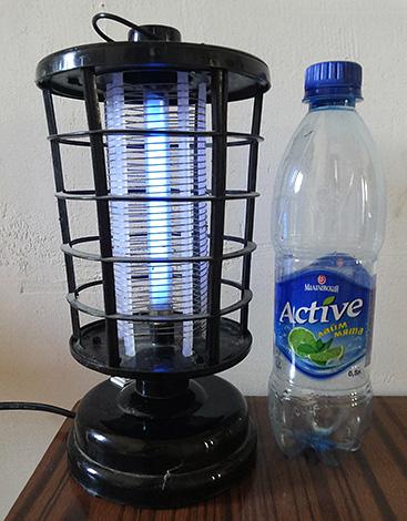 Lampe pour lutter contre les insectes volants.