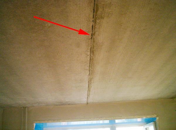 Les fissures dans les murs, le plafond et le sol permettent également aux parasites de se déplacer entre les pièces.