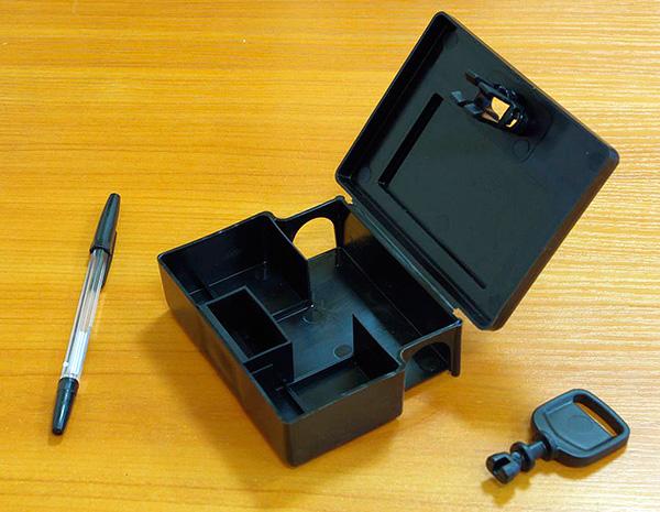 Voici à quoi ressemble une station d'appâtage: un poison peut être placé dans ses compartiments.