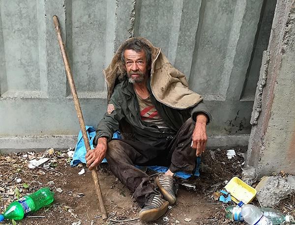 On trouve souvent des poux du linge chez les sans-abri.