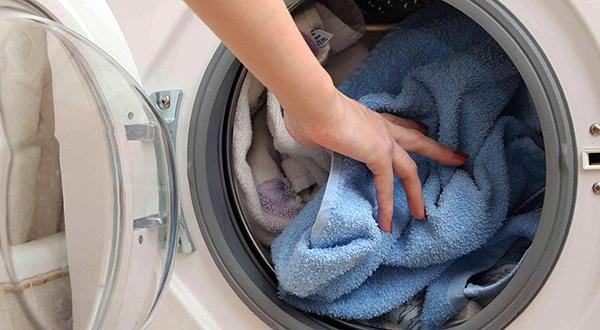 Pratiquement tous les acariens du lin peuvent être détruits simplement en lavant le linge à des températures élevées.